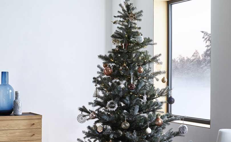 UK retail sales set to grow 2.5 percent during December