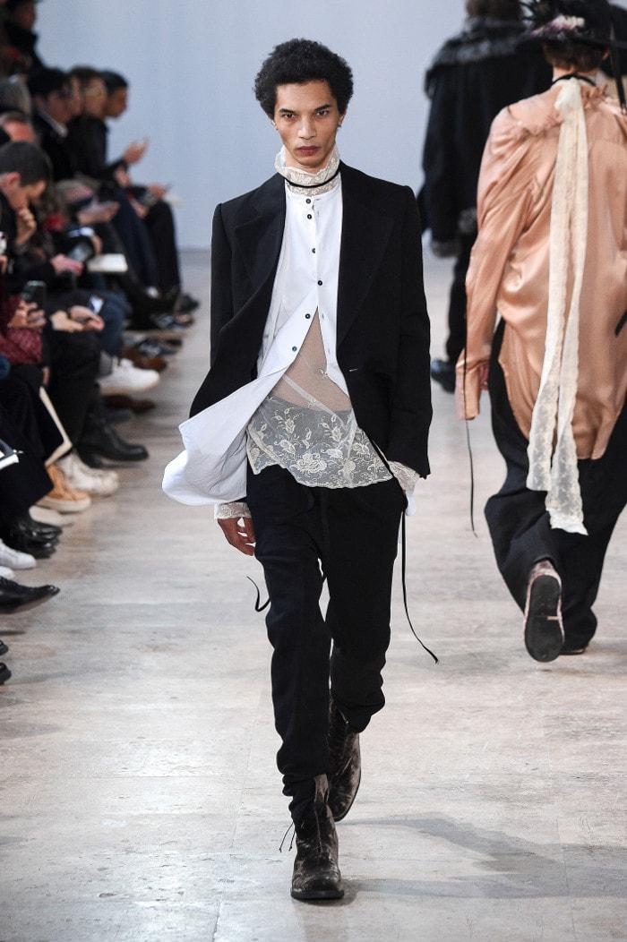 Fashion week à Paris: des hommes en quête de plus de douceur