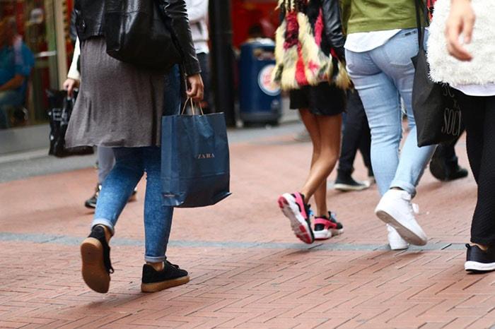 Consumenten zijn gefrustreerd over fysiek winkelen