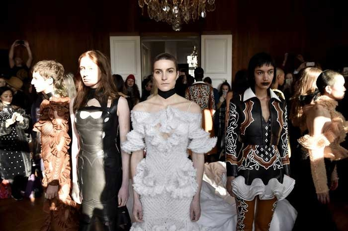La semaine de la haute couture s'achève sur la poésie sombre de Hyun Mi Nielsen