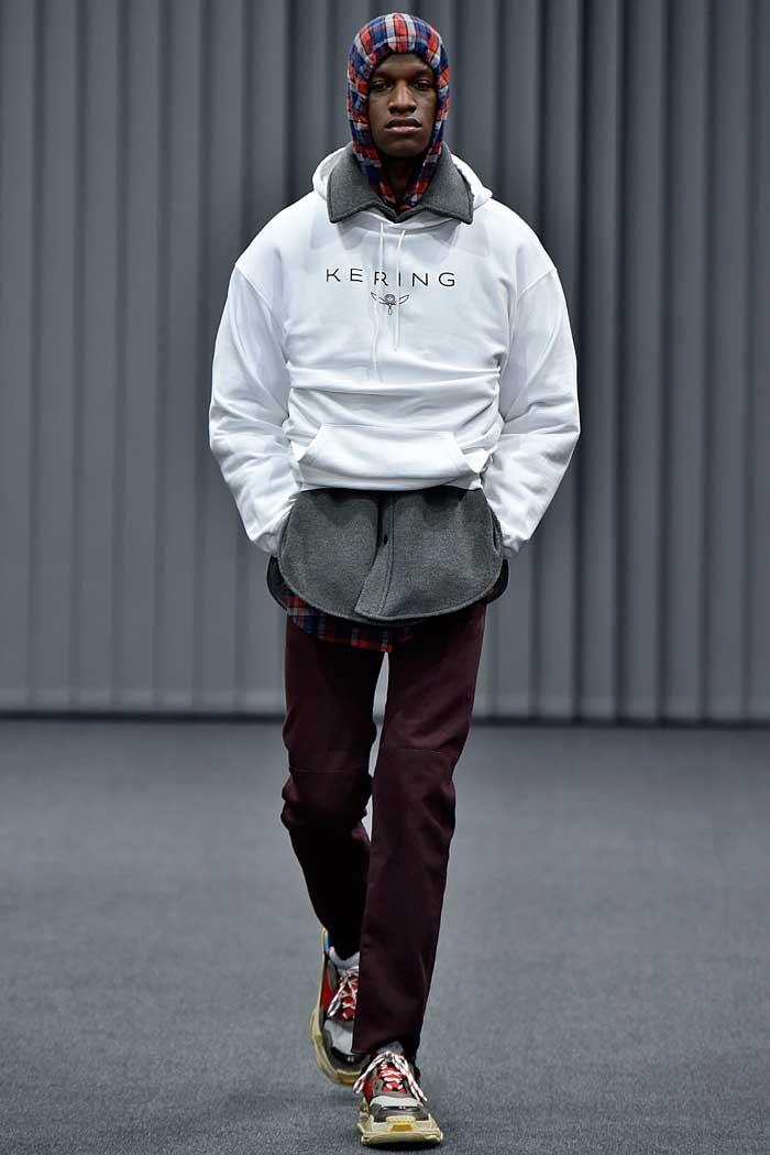 Jeunesse et décontraction, retour du logo: la mode masculine en quelques tendances