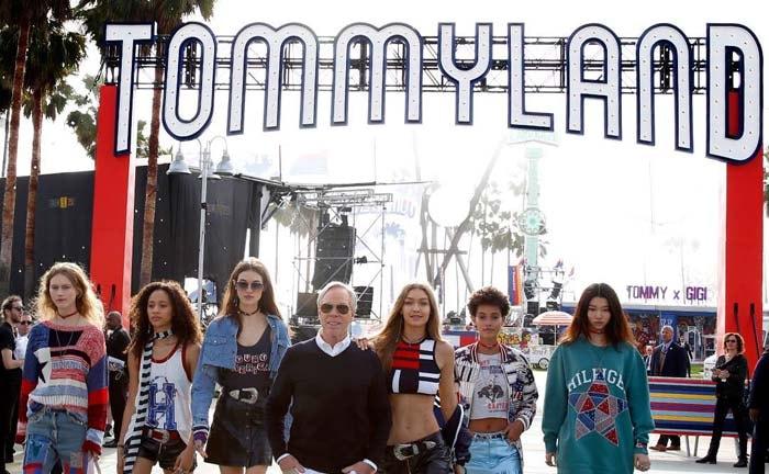 Un pañuelo blanco por la humanidad desfila en pasarela playera de Los Ángeles